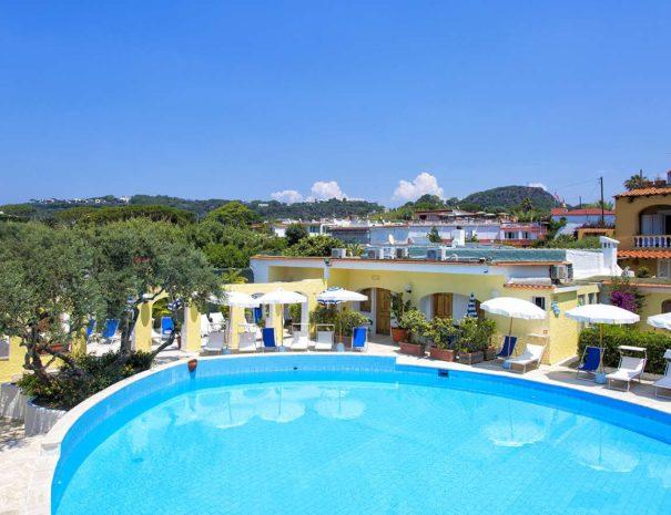 Piscina-Esterna-Hotell-La-Scogliera-Ischia (3)