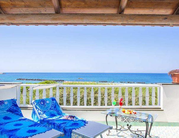 terrazzo vista mare_Hotel_La_Scogliera_compressed